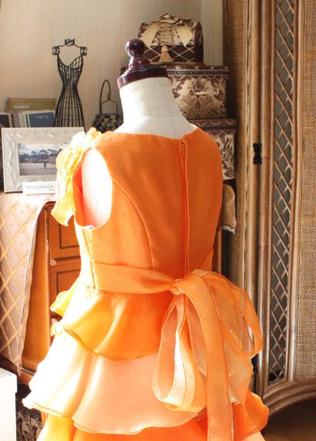 子供用ドレスのバックスタイルリボン