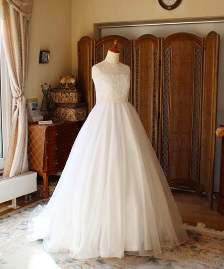 ハイウェストのフレア Aラインウェディングドレス