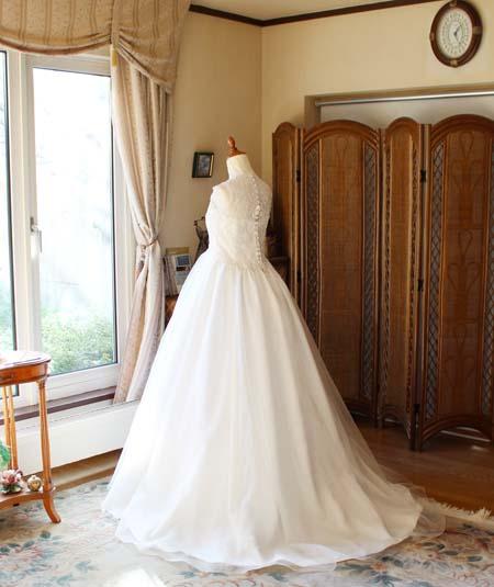 バックスタイルのウェディングドレス