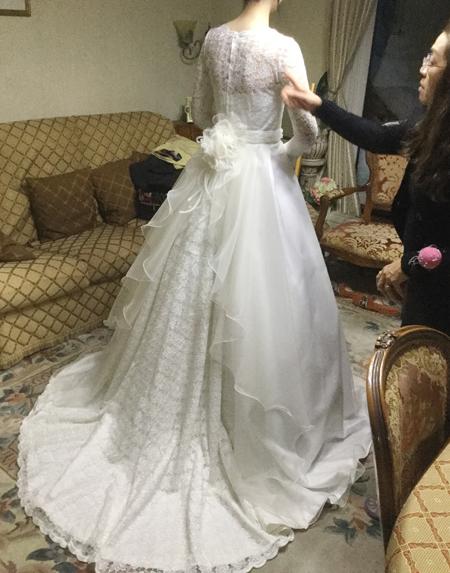 ウェディングドレスのフィッティング