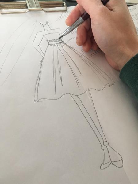 2WAYスカート時のミモレ丈ウェディングドレスのスカートデザイン