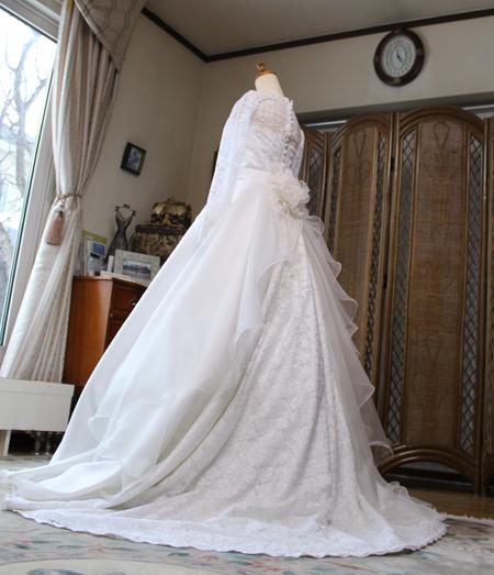 バックスタイルを重視したウェディングドレス