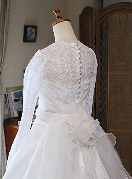 ウェディングドレスのディテール クルミボタン