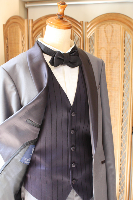 ベストとタイのデザイン、襟元のシルエット