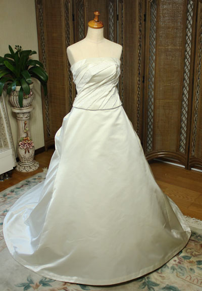 シルク素材のウェディングドレス オーダーメイド