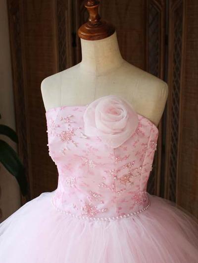 ビスチェスタイルのフォーマフドレスデザイン