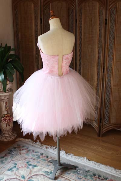 バックスタイルドレス チュール素材のスカートデザイン