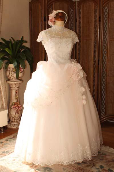 アンティーク、クラシックスタイルのウェディングドレス ベビーピンク