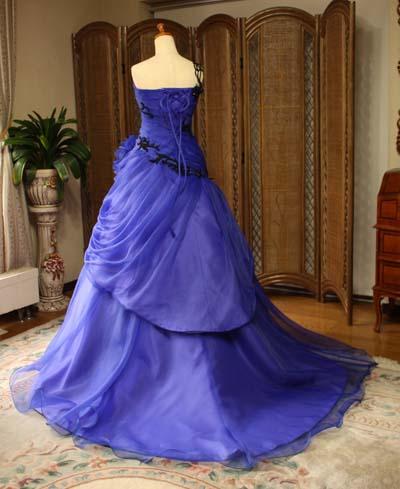 ウェディングドレスのトレーンとシルエット バックスタイルドレス