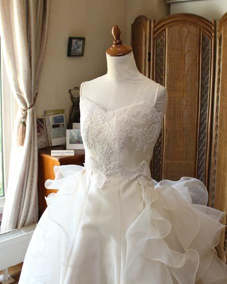 ハートラインのウェディングドレス