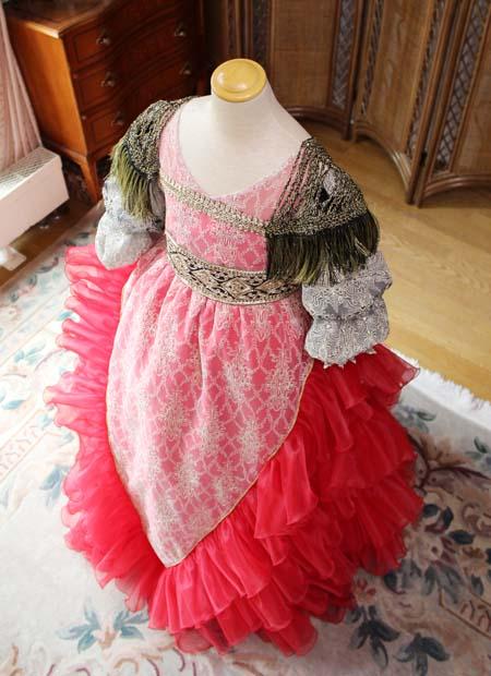 大塚美術館に創り上げたドレス