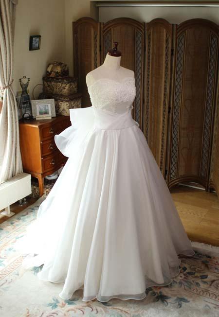 フルオーダーメイドのウェディングドレス。フレアAラインスカートのドレス。海外ウェディングで挙式
