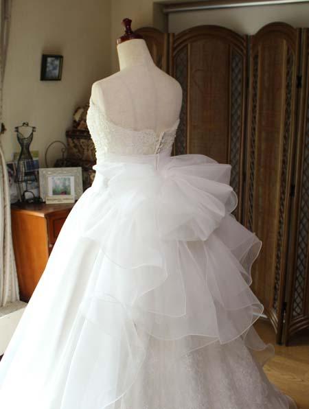 大きなリボンのウェディングドレス