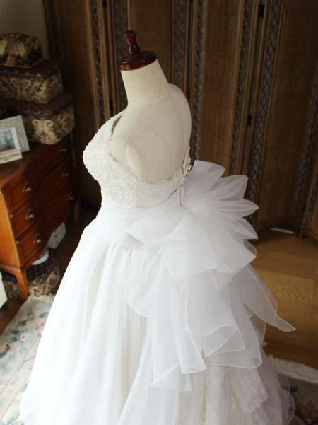ウェディングドレスととリボンの詳細