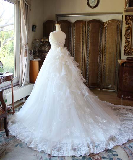 バージンロートや教会式、リゾートウェディングに映えるウェディングドレス