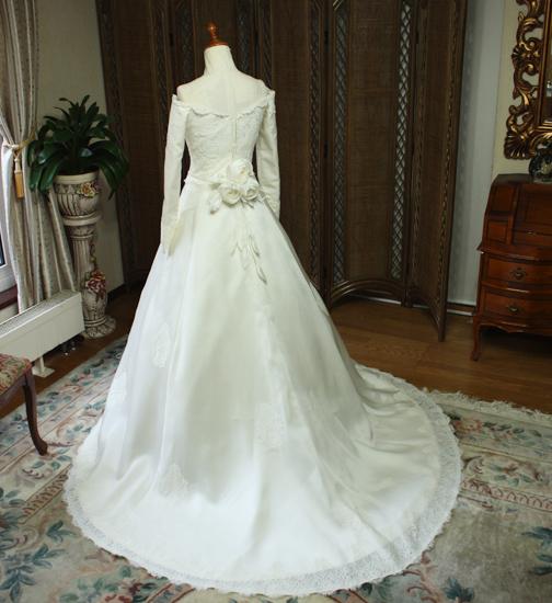 シルク素材のウェディングドレス