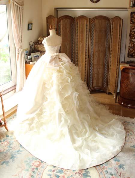 ウェディングドレスのバックスタイル ビンテージやクラシック調デザイン