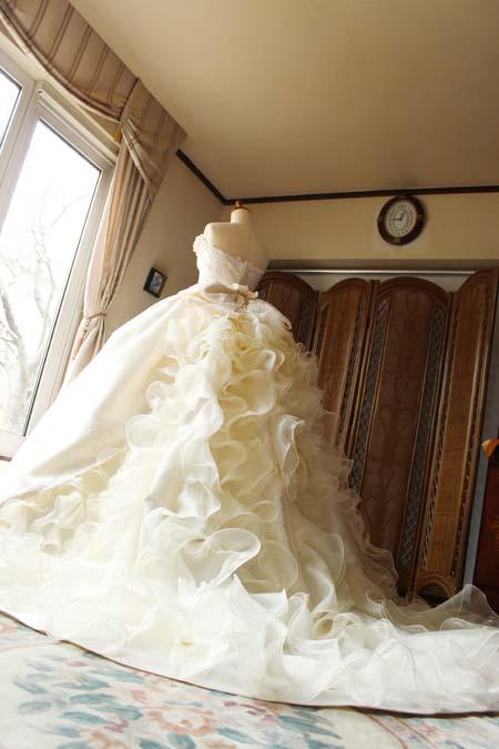 豪華なウェディングドレスのトレーン シルクオーガンジー
