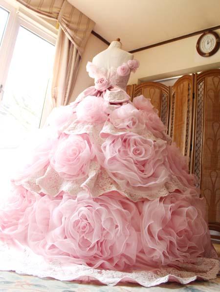 花びらのカクテルドレス