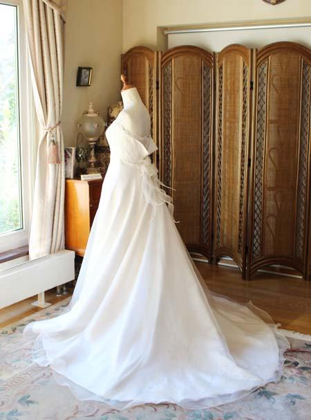 ウェディングドレスのシルエットとデザイン