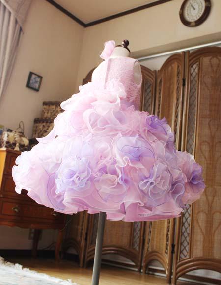 スカートのシルエットとお花構成のドレス