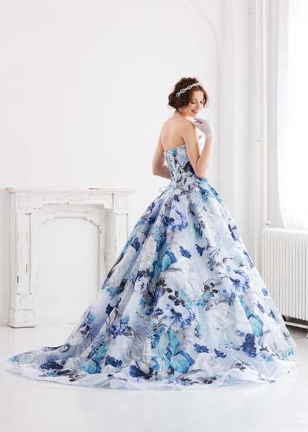 ブルー系プリントカラーのカクテルドレス