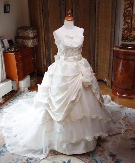 ウェディングドレス クラシック、アンティーク調のデザイン