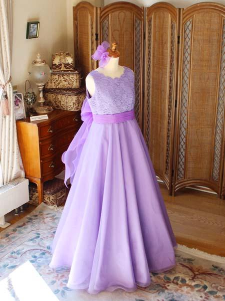 エレガントな雰囲気を演出するフレア Aラインスカート