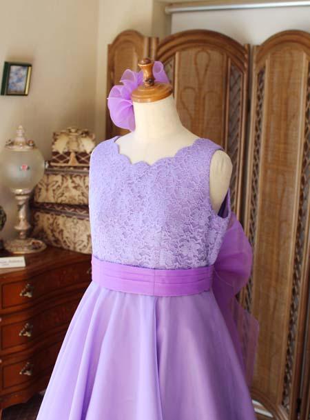 ネックラインの表現とドレスのバランス