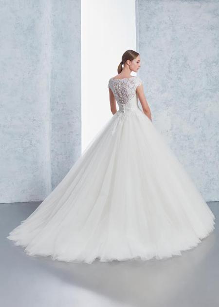 ウェディングドレスのバックスタイル スカート