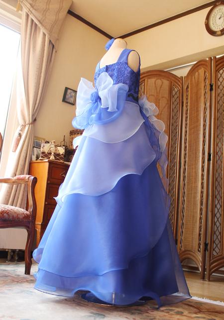 ステージで見るドレスをイメージさせる素敵なAラインシルエット