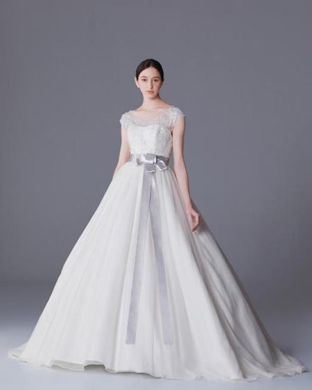 シンプルスタイル ウェディングドレス