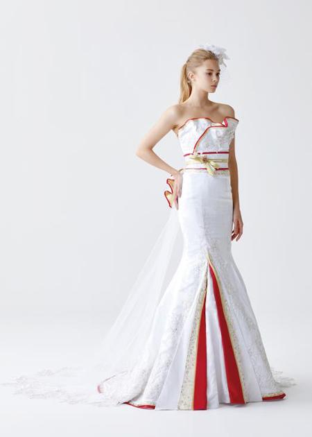 純白と白無垢をイメージさせるマーメイドラインの着物ウェディングドレス