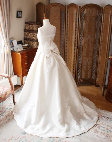ウェディングドレスのシルエットとヘムラインについて
