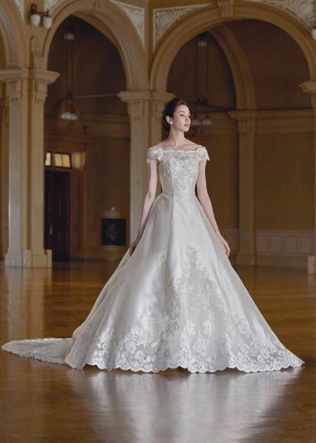 ウェディングドレス ミカド