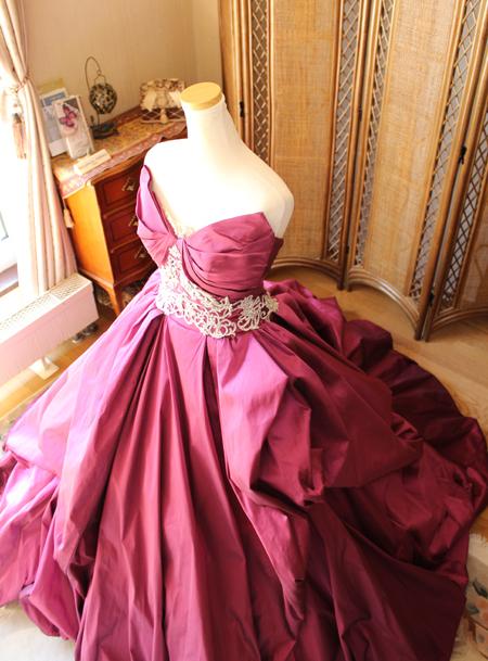 カクテルドレスの上半身デザインと立体的なデザイン