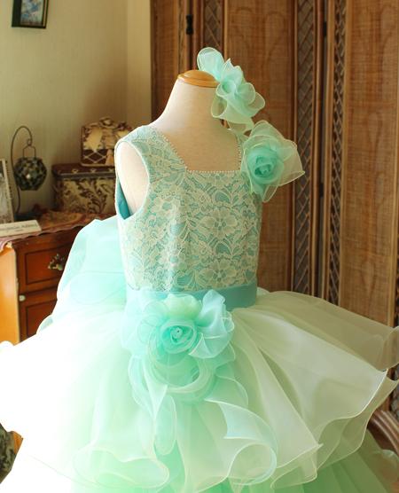 ドレスのトップスの構成とディテールデザイン