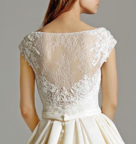 ウェディングドレスの背中のデザイン