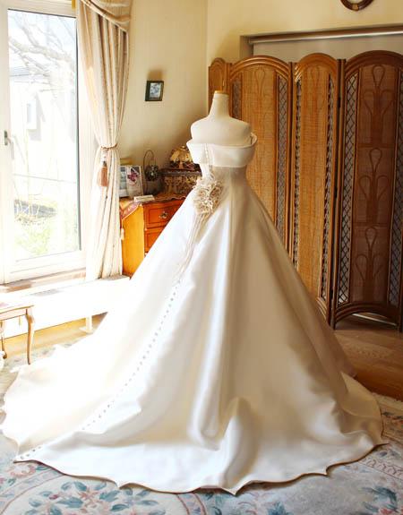 ウェディングドレスのバックスタイル