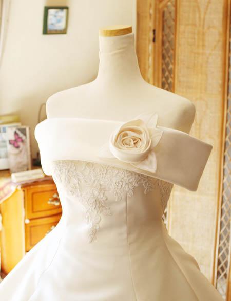 上半身デザインのウェディングドレス