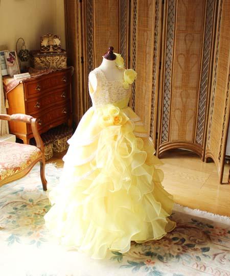 黄色のイメージと活気のある発表会ドレス
