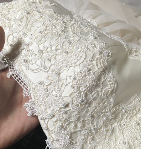 ミリ単位に修正と細かい修正を重ねてドレス制作