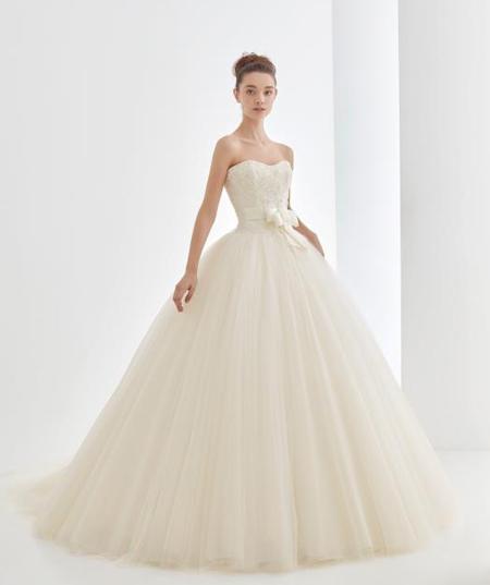 ベルラインスカートのウェディングドレス