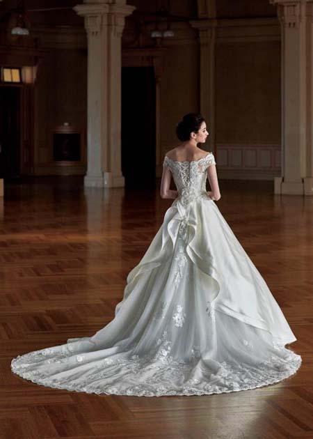 ウェディングドレスのロングトレーン