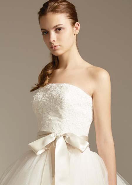 リボンのサッシュベルト ウェディングドレス姿 パーティースタイル