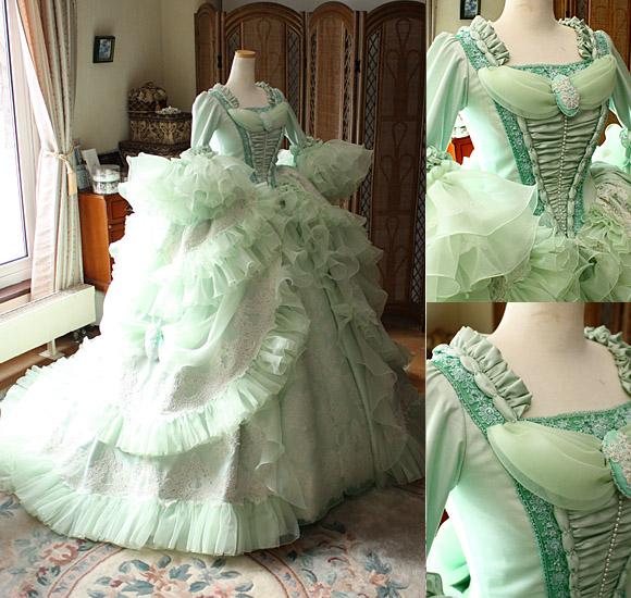 マリーアントワネットをイメージするウェディングドレス