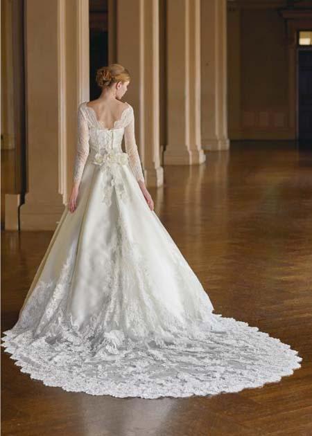 チェペルトレーン ウェディングドレスのバックスタイル
