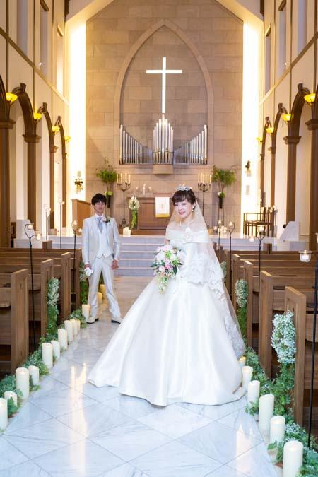 花嫁様のウェディングドレス姿 教会式