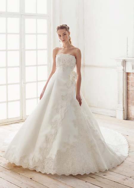 シンプル&エレガントなウェディングドレス