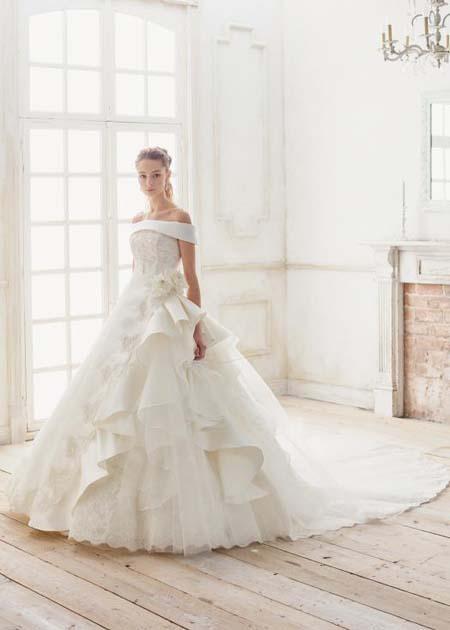 豪華な印象を与えるデザイン ウエディングドレス